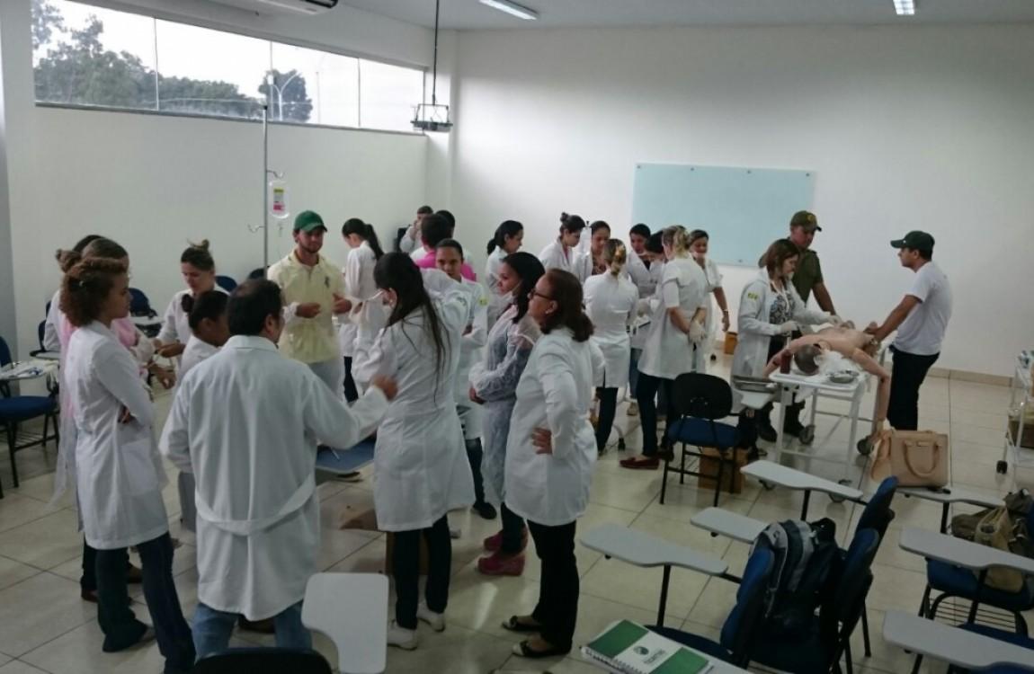 FIC Redenção promove mini curso de Injetáveis, Feridas e Curativos