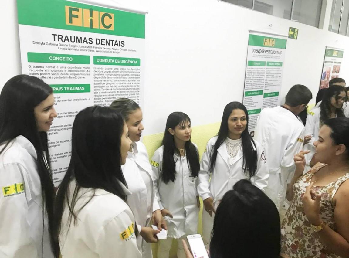 Alunos de Odontologia apresentam trabalhos sobre os principais agravos de saúde bucal