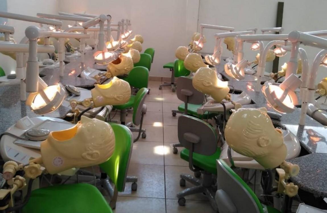 FIC inaugura laboratório de Odontologia para simulação de atendimento a pacientes